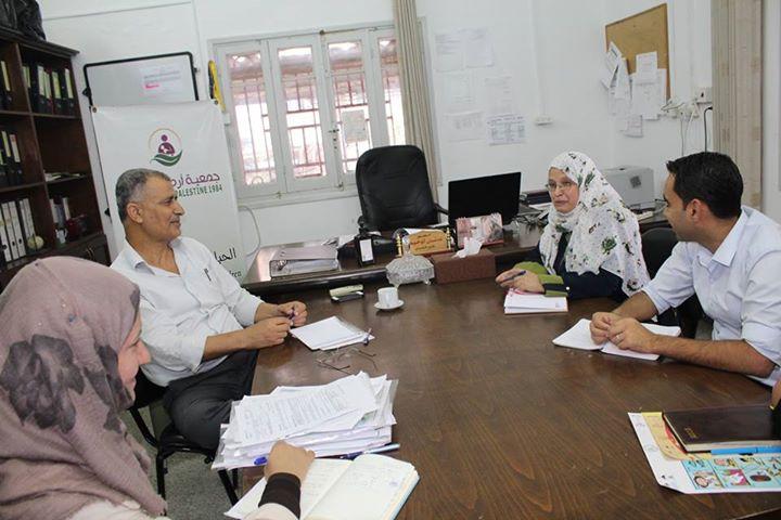 جمعية أرض الإنسان الفلسطينية الخيرية تستقبل وفدا من مؤسسة التعاون