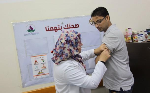بدأت جمعية أرض الانسان الفلسطينية بإعطاء لقاح إلتهاب الكبد الفيروسى للفريق الطبى من موظفى الجمعية