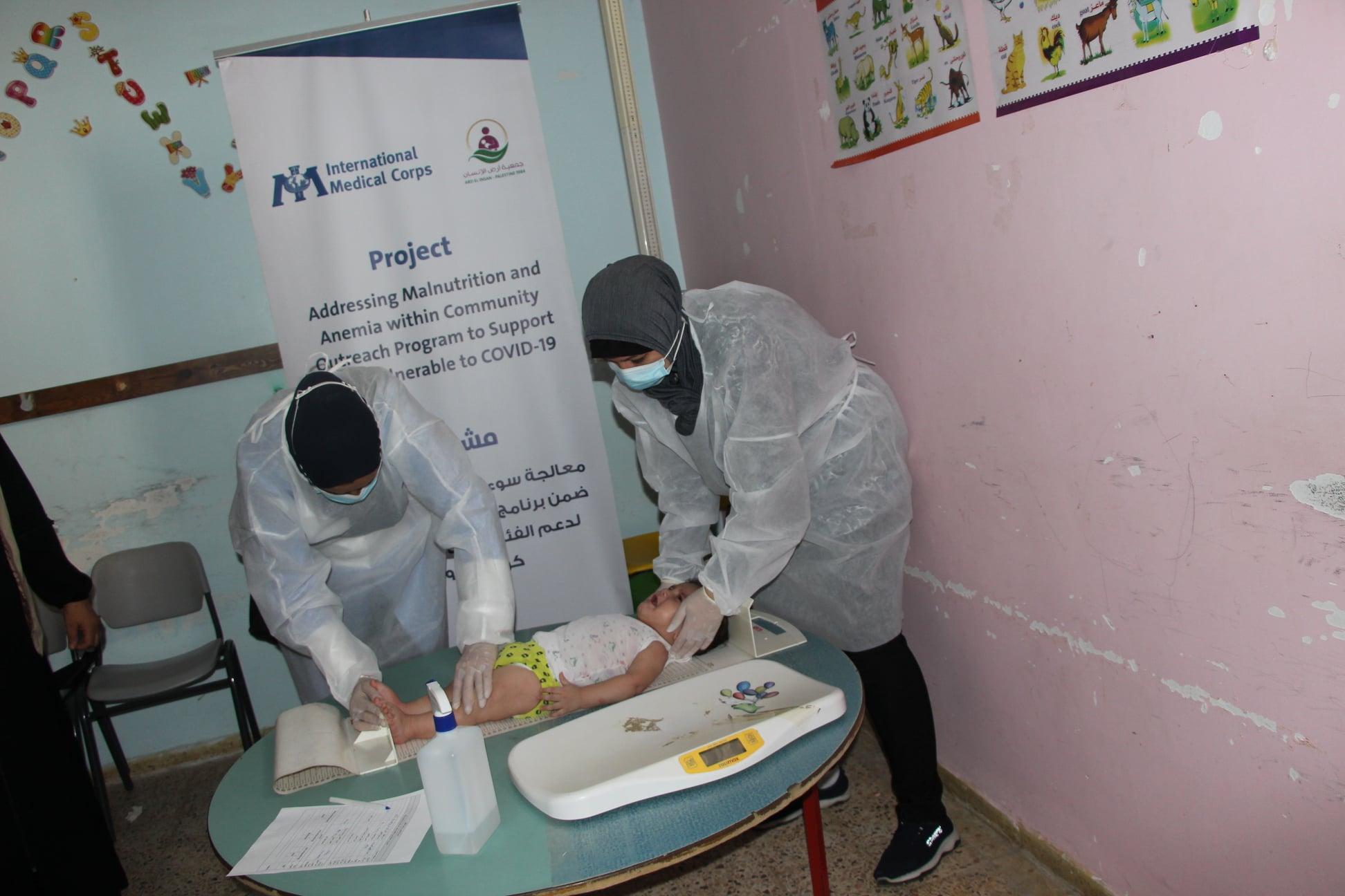جمعية أرض الانسان الفلسطينية تواصل تنفذ أنشطة مشروع دعم الأطفال الذين يعانون من سوء التغذية والانيميا خلال كوفيد 19